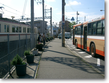 神戸電鉄ホーム横