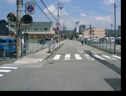 >一つ目の交差点を左折